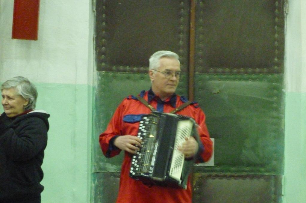 Масленица на Гидропрессе отмечалась под музыку гармони