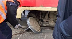 Отвалилось колесо у трамвая