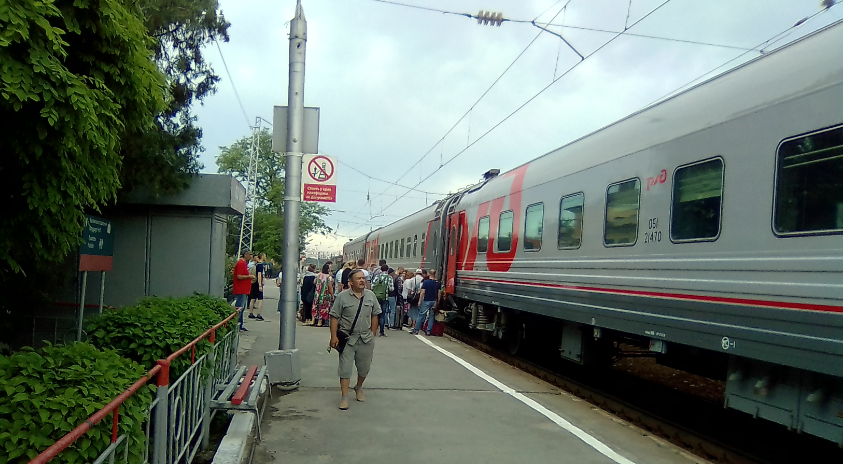 Посадка пассажиров поезда Таганрог Москва