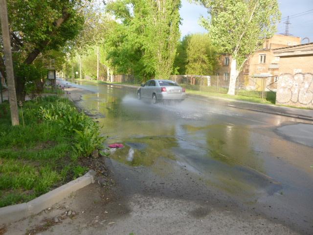 Улица Лизы Чайкиной прорыв водопровода
