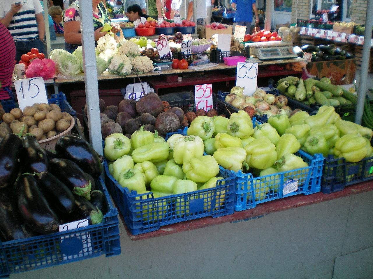 Овощные ряды центрального рынка Таганрога