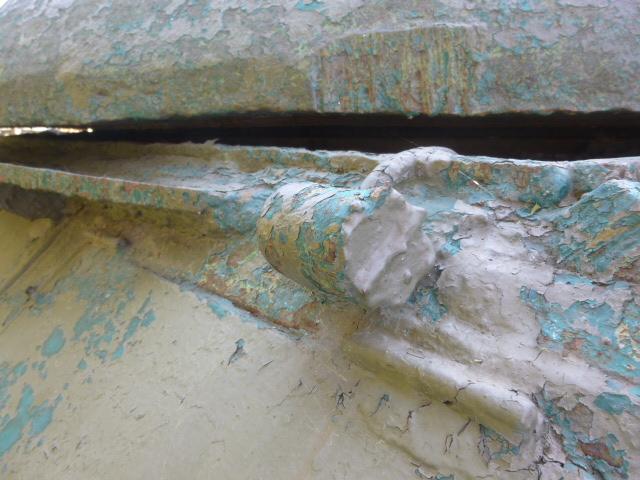 Повреждение танка памятника в Таганроге окрасочное покрытие