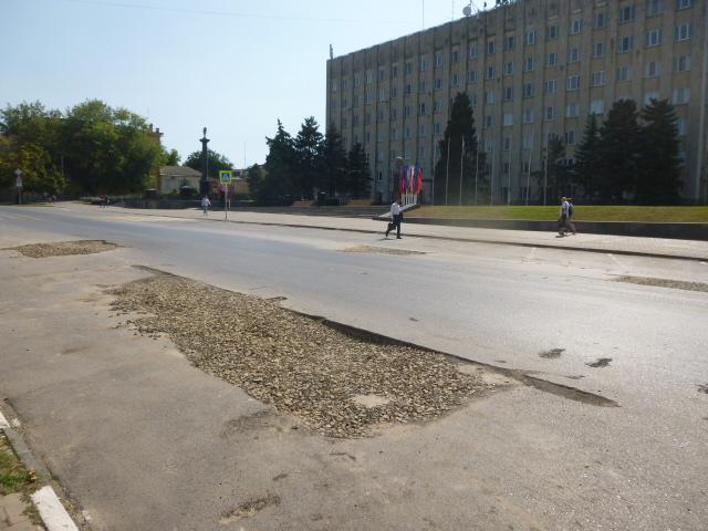 Провинциальный Таганрог ямы перед администрацией