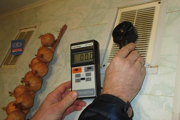 Проверка тяги в вентканале анеометром
