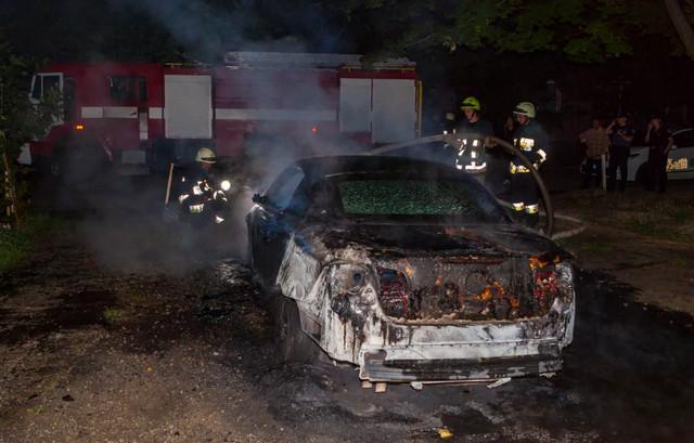 Машина вспыхнула в Таганроге