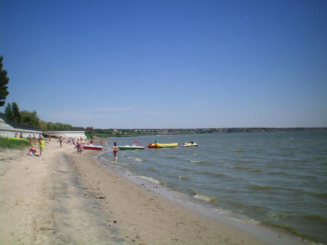 Пляж Тополёк в Таганроге 25 июля 2020 года