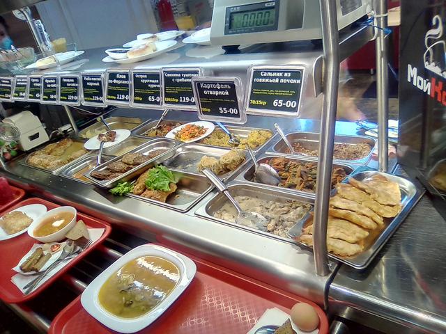 Витрина вторых блюд Борщи и Щи столовая