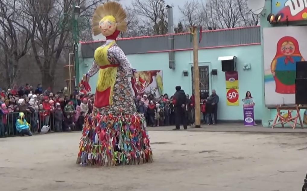 Масленица в Таганроге всегда проводится с размахом фото чучело зимы