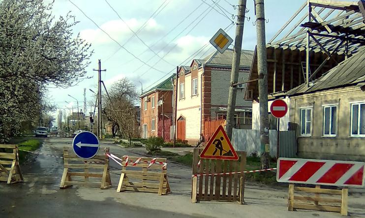 Переулок 7-ой Новый в Таганроге перекрыли для движения автотранспорта