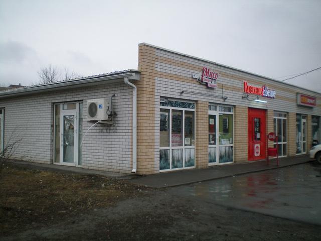 На улице Дачной в Таганроге открылся алкомаркет Красное и Белое