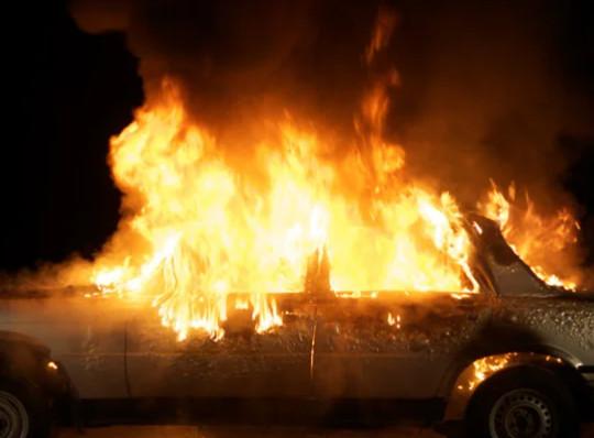 По улицам Таганрога разъезжают горящие автомобили