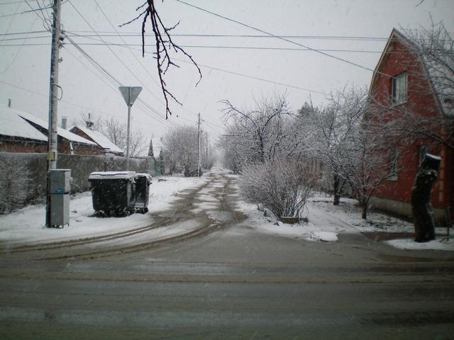 Заснеженные улицы Таганрога весной в марте