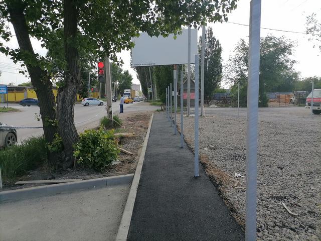 Строящийся тротуар по нечётной стороне Поляковского шоссе