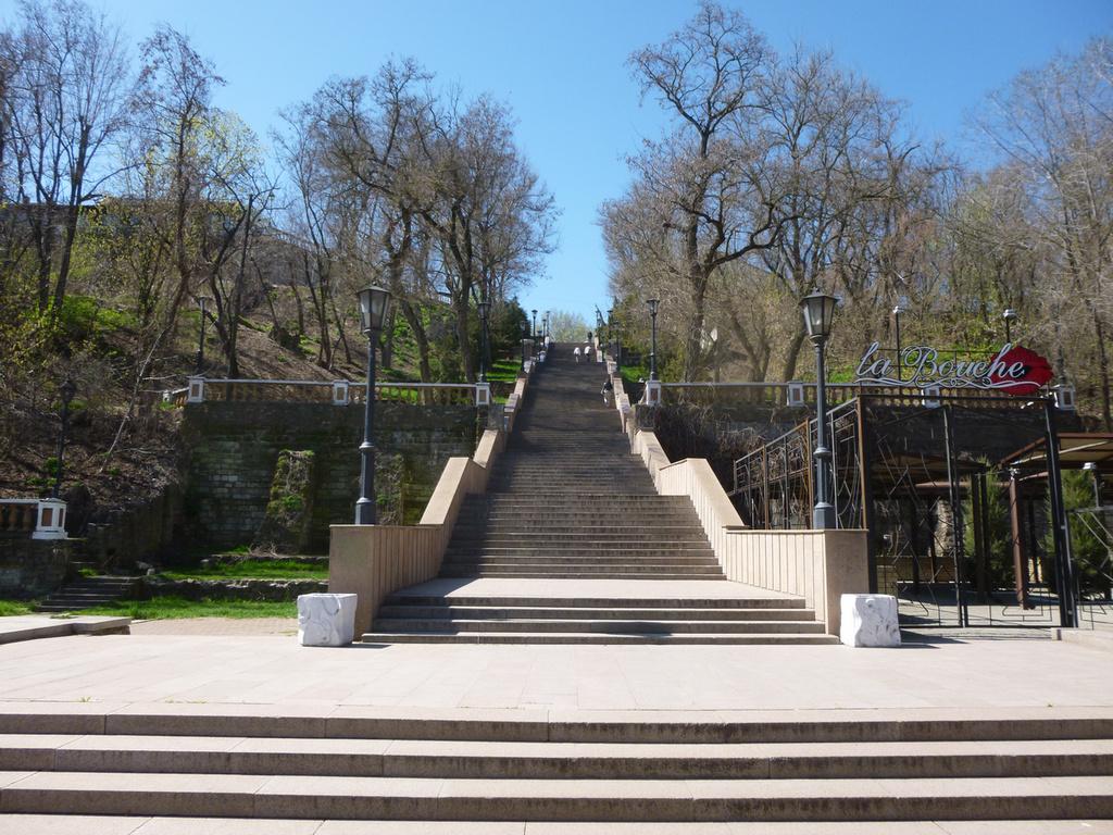 Каменная лестница в Таганроге фото